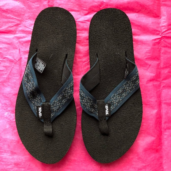 0a7cc5215d42 Teva flip flops in blue and black for narrow foot.  M 5ae78a1f50687c141b908502